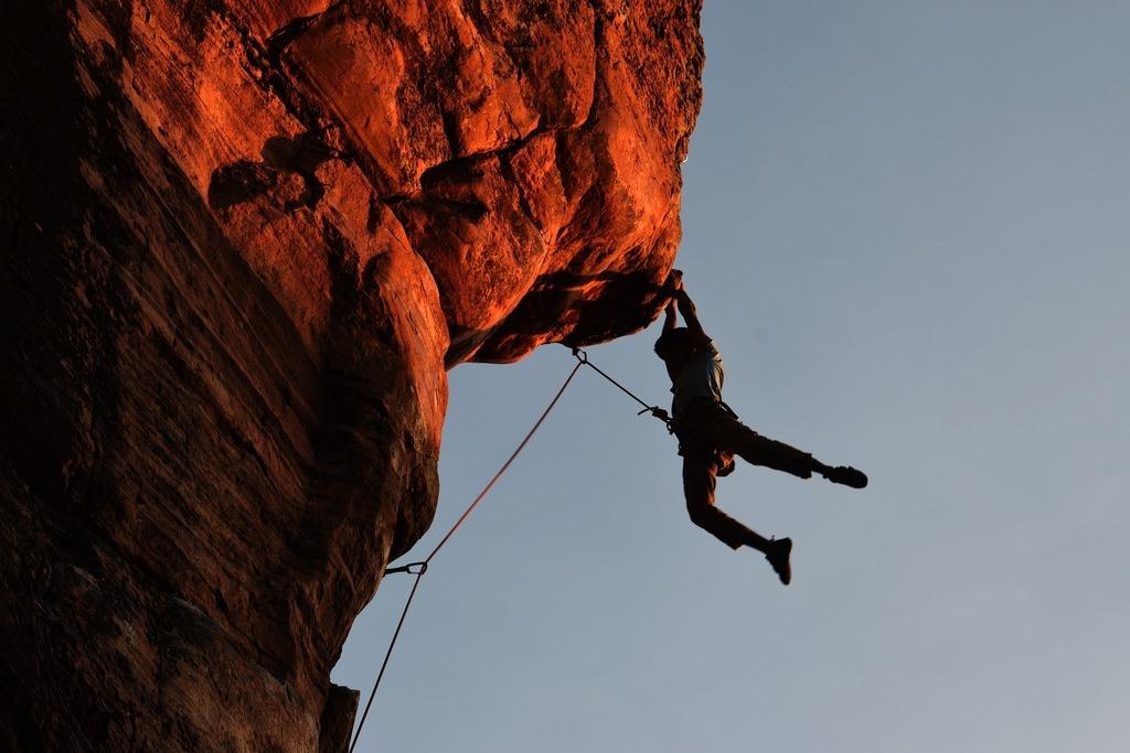 Free climber hanging